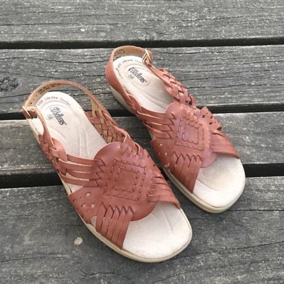 2d92b65d76e5 Vtg Cobbie Cuddlers Huaraches Woven Leather Sandal.  M 5b084ce350687c43684cc9ee